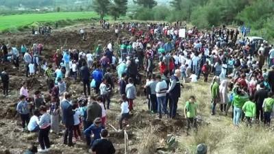 Hatay'da ağaç dostu öğrenciler bin 200 fidanı toprakla buluşturdu