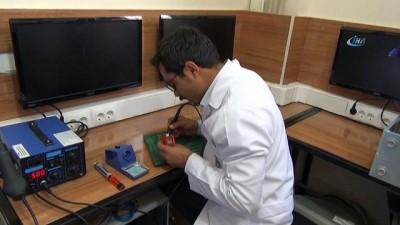 Kamu ve özel iş yerlerinden topladıkları bilgisayarları tamir edip, ihtiyacı olan okullara dağıtıyorlar