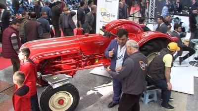 Paha biçilemeyen 56 yıllık traktör ziyaretçilerinin dikkatini çekiyor
