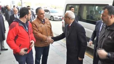 """Bakan Elvan: """"Sivil vatandaşın kılına dokunulmaması konusunda her türlü hassasiyeti Mehmetçiğimiz gösterdi'"""