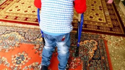 Korunmaya muhtaç çocukların ŞEFKAT YUVALARI - Yürüme engelli Ahmet'e kol kanat gerdiler - OSMANİYE
