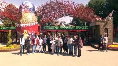 Topladığı yardımlarla çocuklara mutluluk dağıtıyor - GAZİANTEP