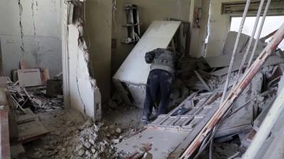 yasli adam - 70 yaşındaki Ebu Mazin'e evinin enkazı ve yetim torunları kaldı - DOĞU GUTA