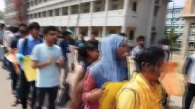 - Bangladeşli öğrencilerden özel şart kontenjanına protesto - Öğrencilerden ülke tarihinin en büyük eylemi