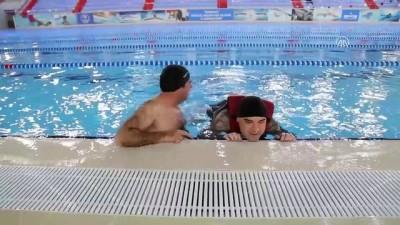 Aileleriyle birlikte yüzerek engelleri aşıyorlar - TEKİRDAĞ
