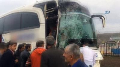 Bingöl'de 2 otobüs çarpıştı: 1'i ağır 7 yaralı