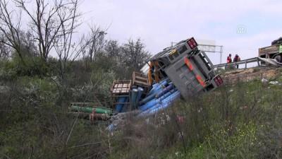 Tüp yüklü kamyon devrildi - TEKİRDAĞ