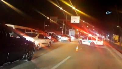 Trafik ışığı direğinde bulunan elektrik düzeneği fünye ile patlatıldı
