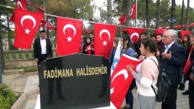 Kahraman şehit Halisdemir'in annesi mezarı başında anıldı