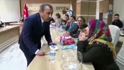 Başkanlık konutunu 5 yetimli anneye verdi