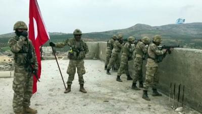 ozel birlik - Türk bayrağını Raco'ya mehter marşı eşliğinde diktiler