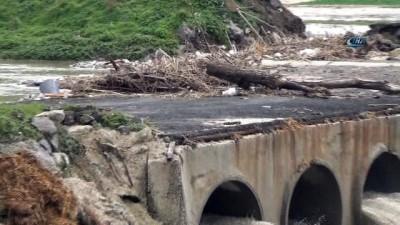 Çorlu Deresi'nin debisi yükseldi, Sarılar Köprüsü ulaşıma kapandı
