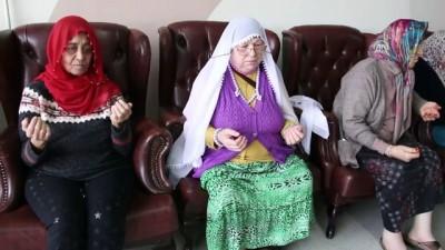 Darülaceze sakinleri Mehmetçik için atkı ördü - İSTANBUL