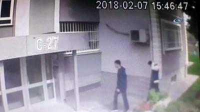 Kapıların kilitlerini kırarak evleri soyan hırsızlar kamerada