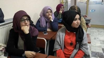 Üniversite öğrencileri engelleri kaldırmak için işaret dili öğreniyorlar