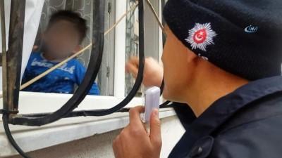 2 yaşındaki çocuk evde mahsur kaldı, polis ve çilingir seferber oldu