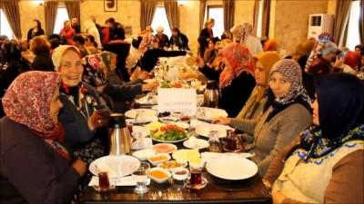 Ayvalık'ta CHP'den köylü kadınlara kahvaltılı jest