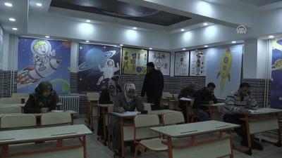 Bu okulda veliler de sınava giriyor - GAZİANTEP