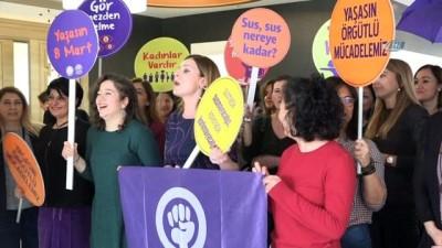 İşçi kadınlar Başkan Bozbey'in makamını işgal ettiler