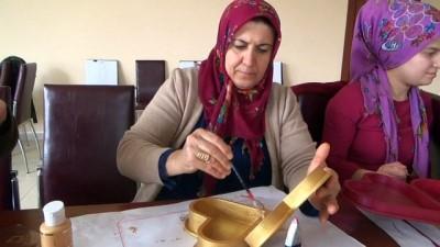 Siirt'te kadınlara yönelik ahşap boyama kursu açıldı
