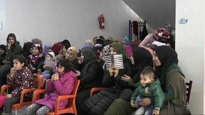 Türkçe öğrenen mülteci kadınların sertifika sevinci