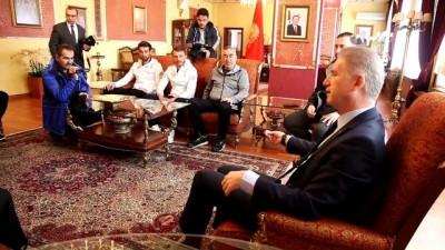 Vali Gül'den Aybaba ve futbolculara bağlama - SİVAS
