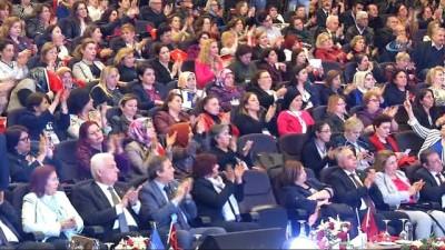 Kılıçdaroğlu, kadın muhtarlarla Kuşadası'nda bir araya geldi