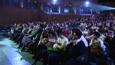 Farklı milletlerden öğrenciler 15 Temmuz'daki destansı mücadeleyi sahneye taşıdı - SARAYBOSNA