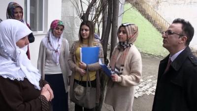 Kadınların okuma yazma öğrenmesi için kapı kapı gezdiler - MUŞ