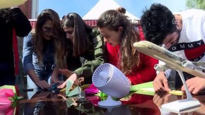 Öğrenciler kağıt uçaklarını yarıştırdı - İZMİR
