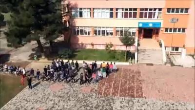 insan zinciri -  Öğrencilerden Afrin'deki Mehmetçiğe destek videosu