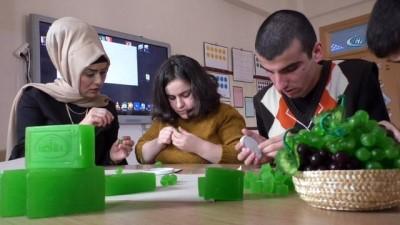 Zihinsel engelli öğrencilerin çalışmaları TÜBİTAK'ta sergilenecek