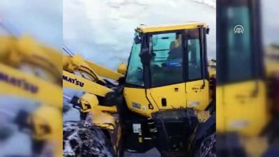 Baharda metrelerce karla mücadele - HAKKARİ