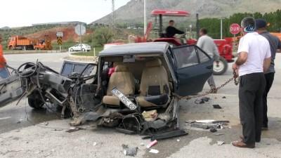İkiye bölünen otomobilin sürücüsü ağır yaralandı