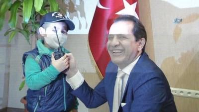 Minik Ayaz'ın polis olma hayalini emniyet müdürü gerçekleştirdi