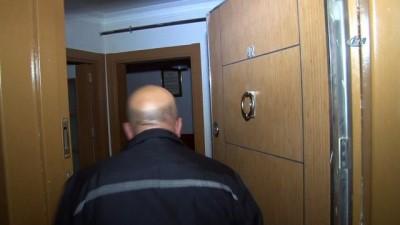 a haber -  Evinin tuvaletinde 2 saat mahsur kalan yaşlı adamı polis kurtardı