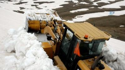 Ordu'da Nisan ayında karla mücadele çalışmaları havadan görüntülendi