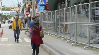 Emniyet binasında vatandaşa özel polis bariyerli önlem