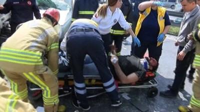 saglik ekibi -  TEM otoyolunda 3 aracın karıştığı kazada 3 sürücü yaralandı