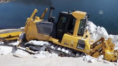 Baharda karla kaplı yolu açmak için bir hafta uğraştılar - AĞRI