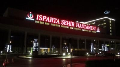 Burdur'da trafik kazası geçiren Esat Kabaklı, Isparta'da tedavi gördüğü hastaneden taburcu oldu