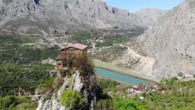 Kemaliye'nin kayalıklarında ev hayali şehrin sembolü oldu - ERZİNCAN
