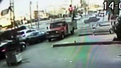 Kırmızı ışıkta geçen minibüsün kaza anı güvenlik kamerasına yansıdı