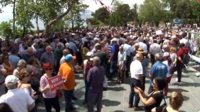 81 ilin CHP Kadın Kolları Başkanları Antalya'da OHAL'i protesto etti