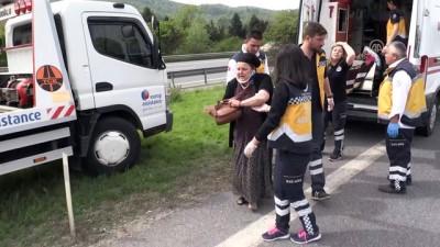 Anadolu Otoyolunda midibüs devrildi: 5 yaralı - DÜZCE