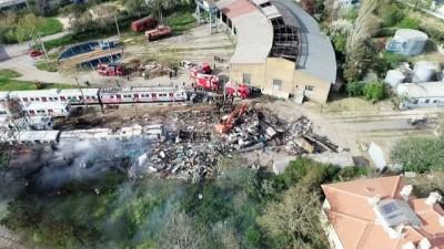 Haydarpaşa Tren Garı'nda çıkan yangın havadan görüntülendi
