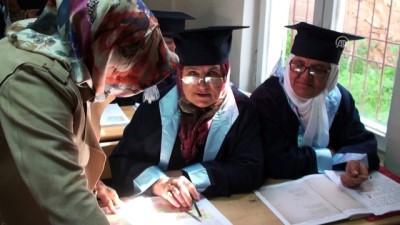 Okuma yazma öğrenen kadınlar cübbe giydi - TOKAT