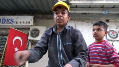 Suriyeli 15 yaşındaki çocuk 9 kişilik ailesinin geçimini çöpten sağlıyor