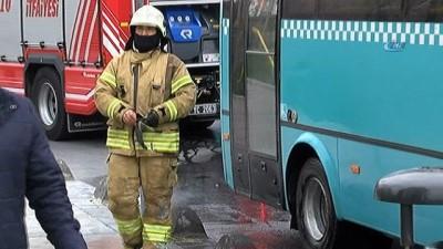 Fatih'te seyir halindeki otobüsün arka lastiği yandı