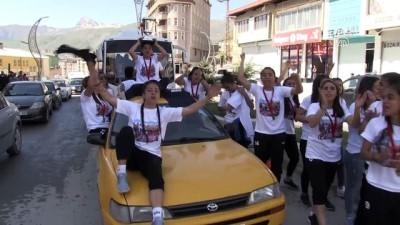 Kadın futbolcuların 1. Lig sevinci - HAKKARİ